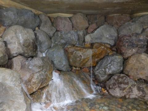 神奈川県企業庁水土野水源・石室石清水