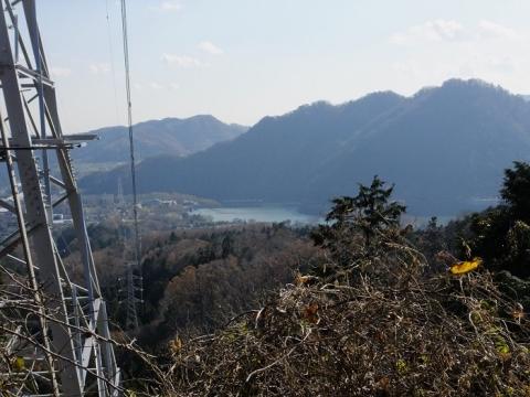城山発電所から津久井湖を望む