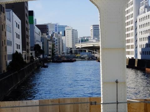 豊海橋より日本橋川上流を望む