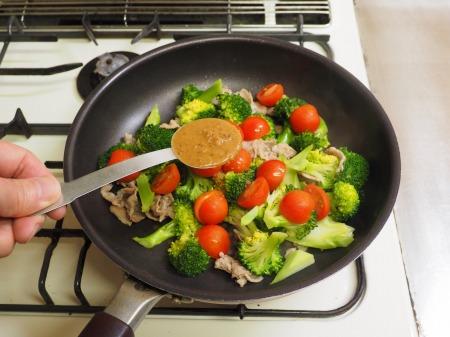 ブロッコリーの玉ねぎソース炒め055