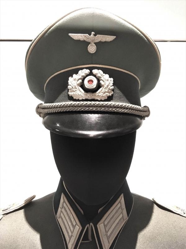 officeruniform1.jpg