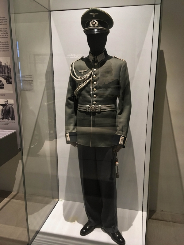 officeruniform2.jpg