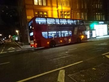 ニ階建てバス