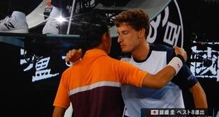 抱き合うテニス