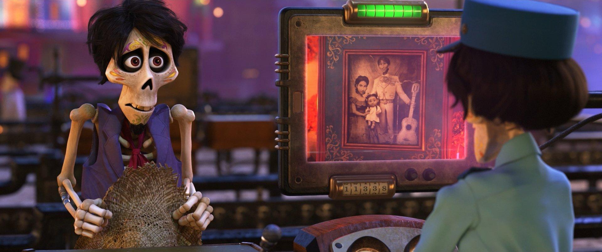 『リメンバー・ミー』あの世の写真認証システム