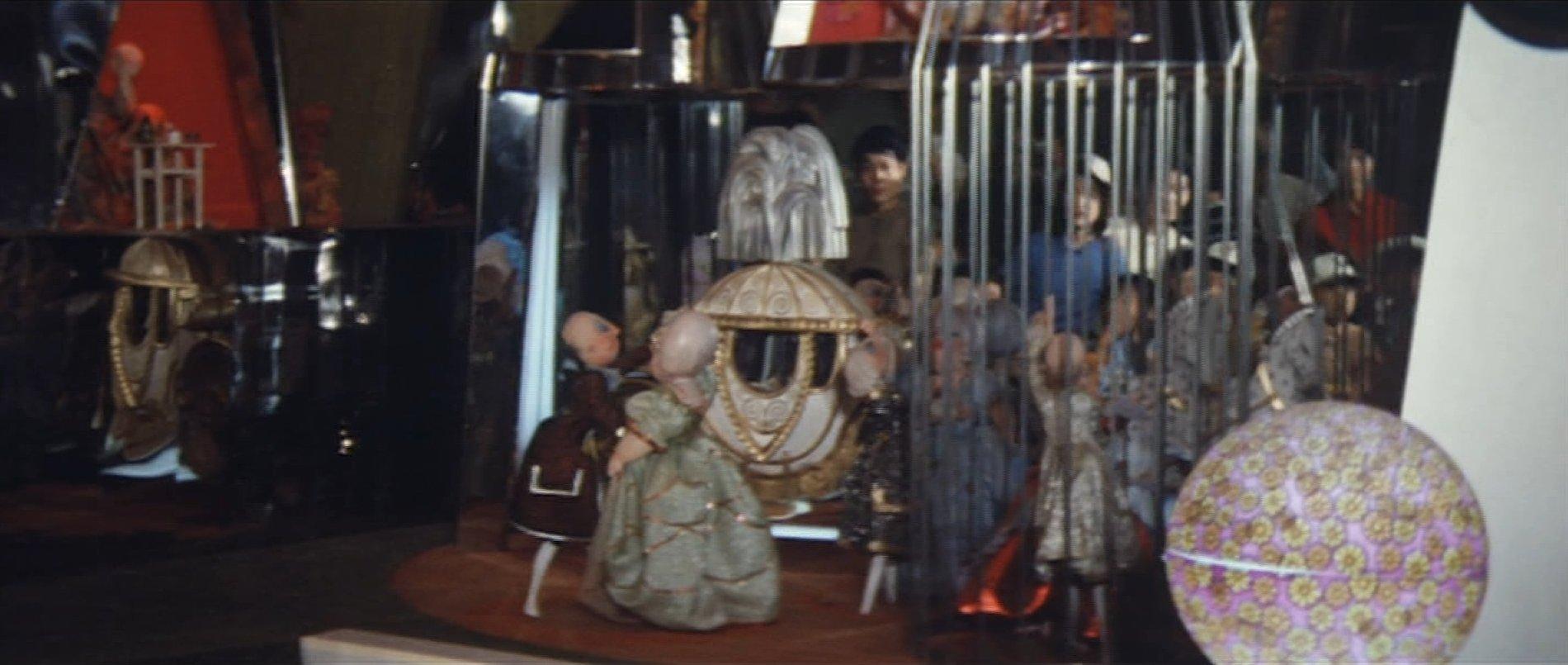 『公式長編記録映画 日本万国博覧会』より 住友童話館 内部