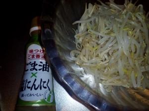 「味つけごま香油 ごま油×塩にんにく もやしに」日清