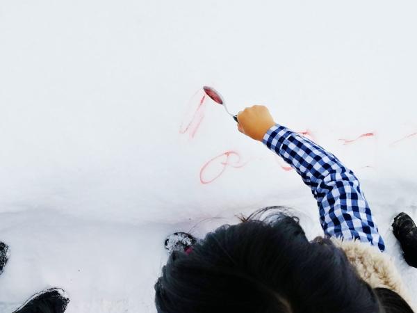 雪に文字描く