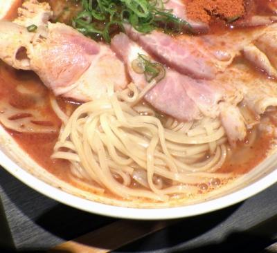 麺と心 7 魚介ラー油肉そば(麺のアップ)