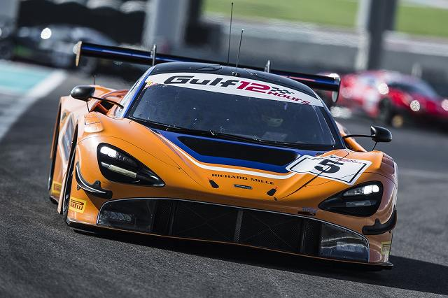 McLaren720SGT3stunsonglobalracedebutinAbuDhabi (3)