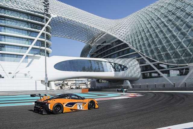 McLaren720SGT3stunsonglobalracedebutinAbuDhabi (4)