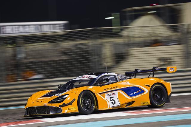 McLaren720SGT3stunsonglobalracedebutinAbuDhabi (5)