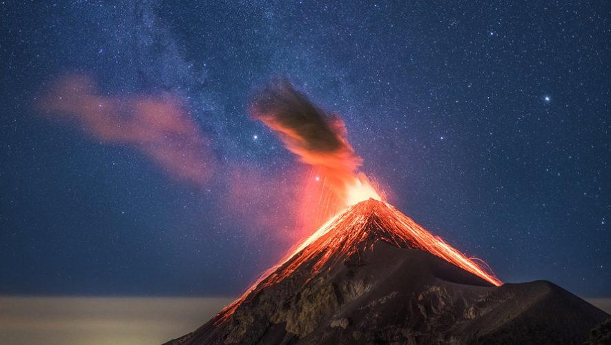 Erupcion-del-Volcan-de-Fuego-fue-captada-junto-a-la-via-lactea-885x500父エゴ再噴火20181012