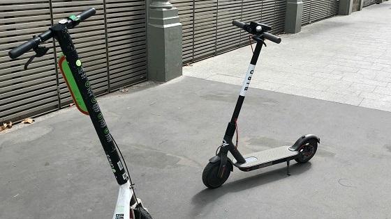 パリ市の電動キックスケーター