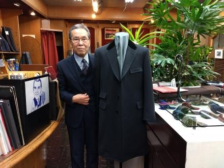 グレーのカバートコート(covert-coat)