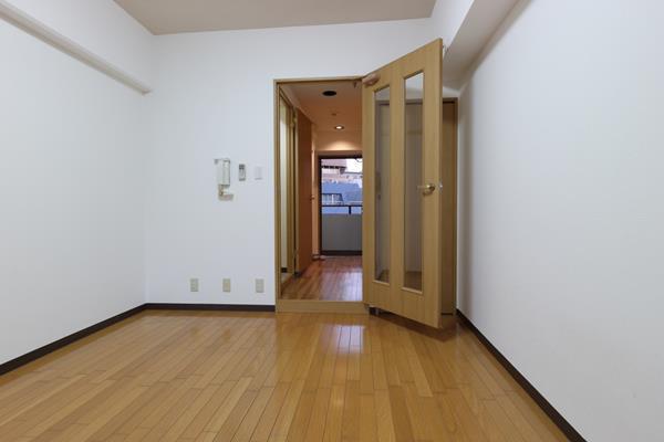 パルメーラ山手501号洋室から廊下
