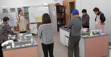 料理室で説明