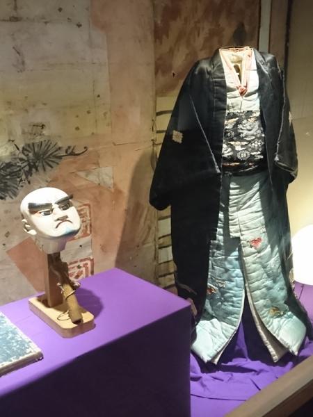 人形浄瑠璃の頭と衣装