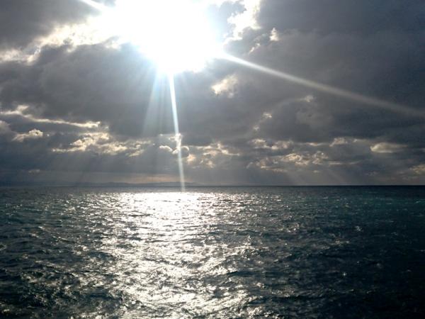 冬晴れの海