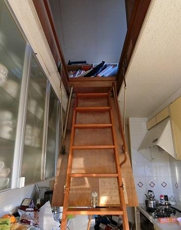 屋根裏階段