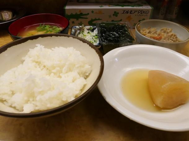 朝定食と大根