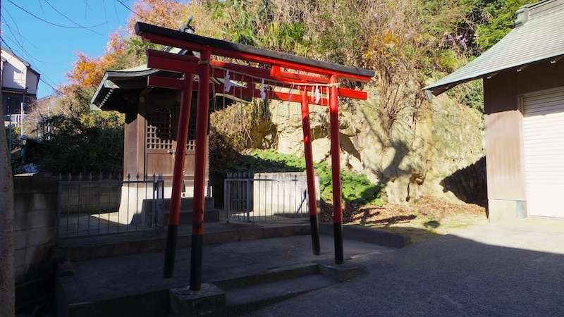 「久地神社裏横穴墓群」