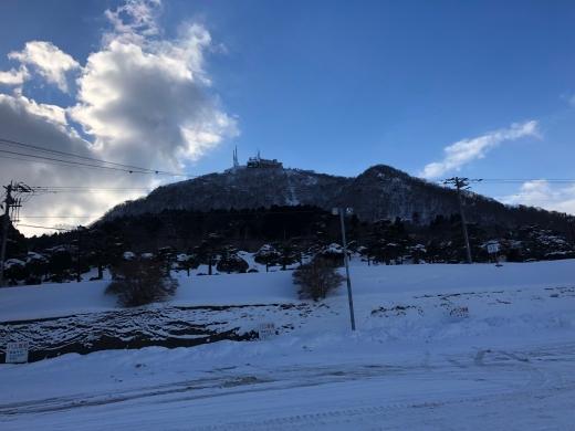 雪の向こうに 函館山