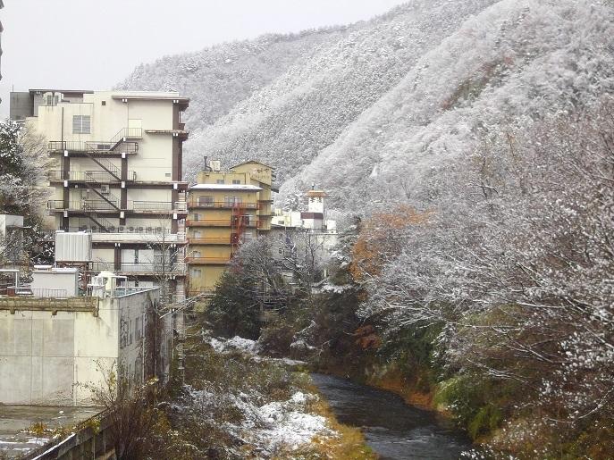 飯坂温泉にもようやく雪が