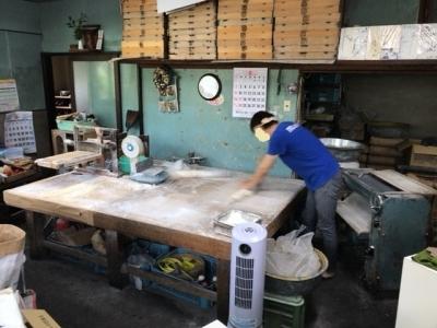 180923三嶋製麺所店内製麺