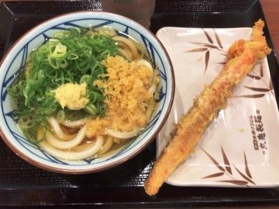 181008丸亀製麺大阪駅前第4ビル店かけうどん290円とジャンボカニカマ160円
