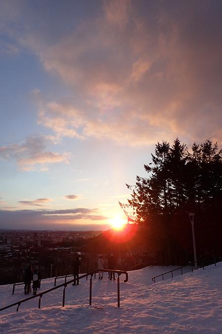 旭山記念公園で日の出01