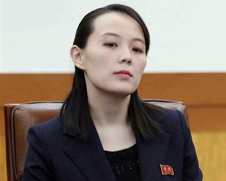 北の威張って愛想のない朝鮮女1
