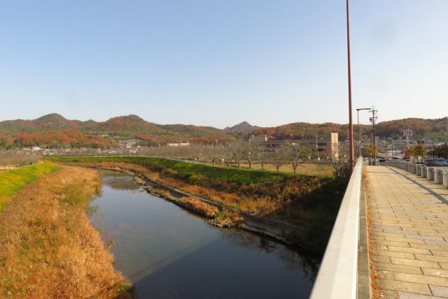 新三田駅から有馬富士の山頂が見える