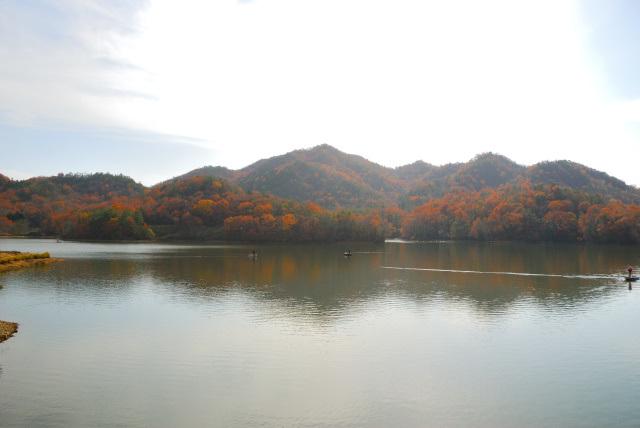 千丈寺湖と有馬富士