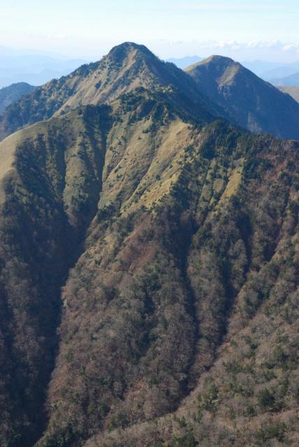 ニノ森と堂ヶ森のアップ