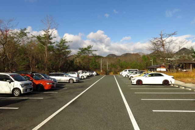 三草山登山口の駐車場