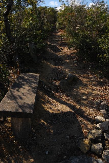 三草山_鹿野コースのベンチ