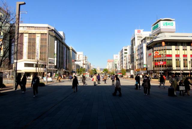 姫路駅前_正面に姫路城が見える