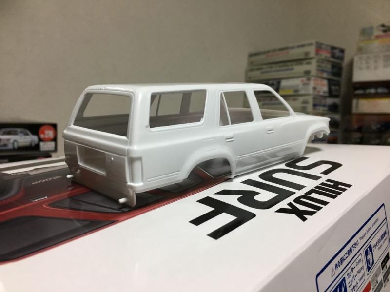アオシマ モデルカー ハイラックス サーフ