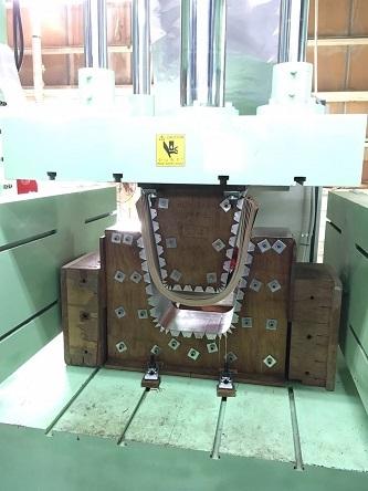 成形合板機械