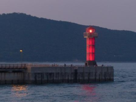 フェリーからの夕景 11 赤灯台