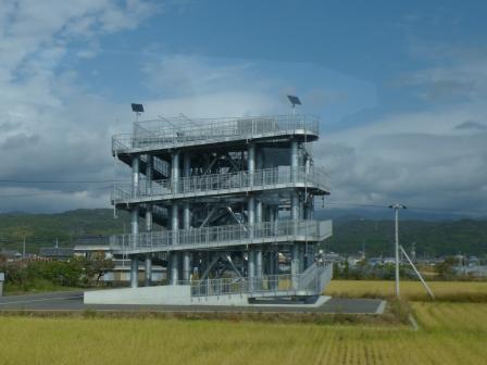 バス車窓風景 6 津波避難タワー