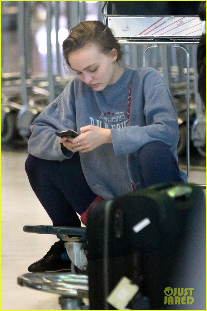 timothee-chalamet-lily-rose-depp-france-for-the-holidays-04.jpg