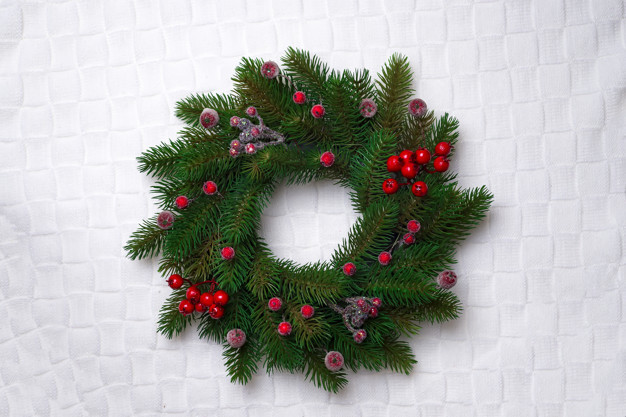 christmas-wreath-isolated-on-white_70626-6905.jpg