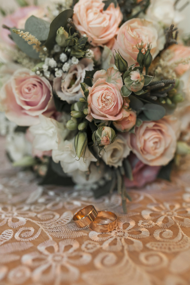 wedding-bouquet_23-2147990753.jpg