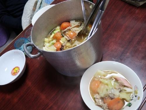 丸ごとトマトと魚肉ソーセージ入り寄せ鍋