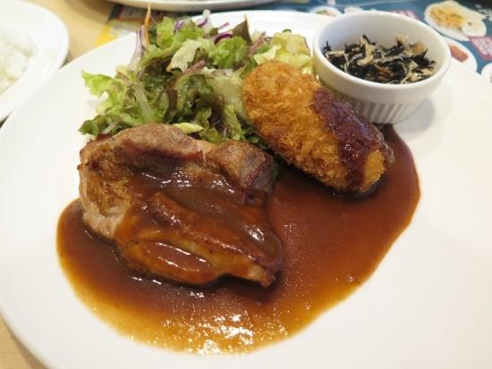 チキンデミグラスソースとクリームコロッケ&蒸し鶏ひじき