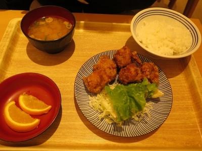 鶏のこんがり黄金唐揚げ定食