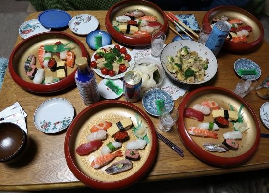 特上お寿司と卵焼きとサバとジャガイモバター