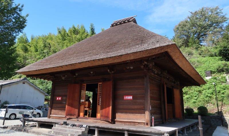 茅葺屋根が趣ある法音寺・本堂
